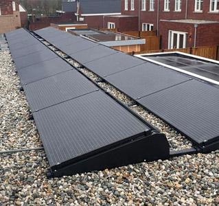 hydro_solar_zwarte_zonnepanelen_plat_dak